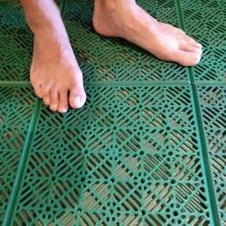 loseta autoventilada anti humedad para suelos de baños, piscinas, vestuarios