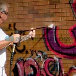 Tratamiento preventivo Antigrafiti para pintadas de Sopgal ayuda a limpiar con más facilidad