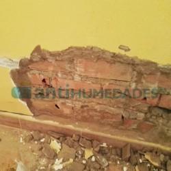 Descarnar pared para aplicación de creamsilan en reparación de humedades por capilaridad