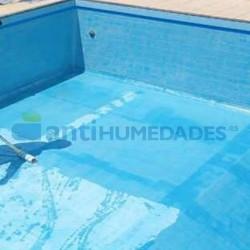 Disolvente Extrem Piscinas Sopgal para diluir y aplicar con la primera capa de pintura impermeabilizante para piscinas