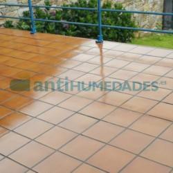 Impermeabilización de terraza de plaqueta con Goma Líquida Incolora Elástica de Sopgal
