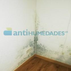 Humedades provocadas por condensación y puentes térmicos en interior de vivienda que necesitan de Pintura Térmica Sopgal