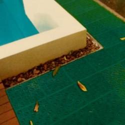 loseta ventilada anti humedad para suelos y duchas de piscinas