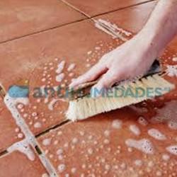 Limpiar en profundidad terraza con Deterg A Azichem