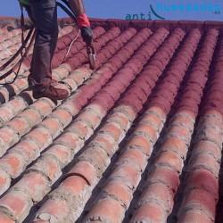 Aplicación de pintura de corcho Sopgal sobre tejado