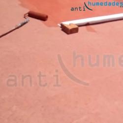 Pintura impermeabilizante de resina de Caucho Suprem Fibrado Orgánico aplicada en terraza transitable