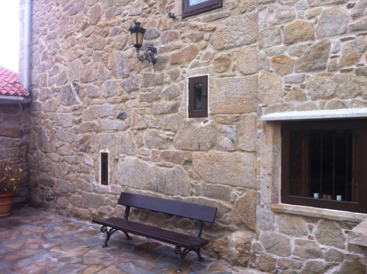 Limpieza de verd n y moho en fachada de piedra con - Limpieza de moho en paredes ...
