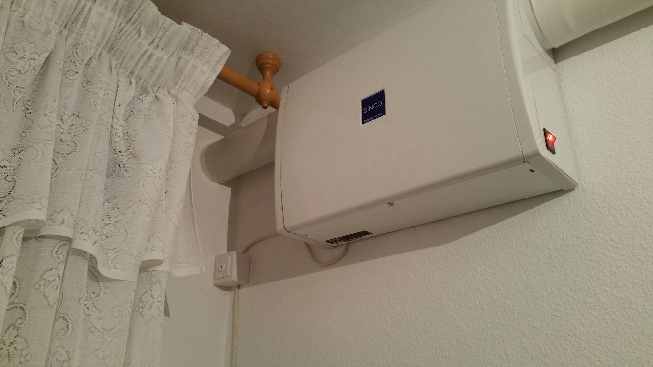 Entrada de aire desde balcón de la vivienda e instalación eléctrica