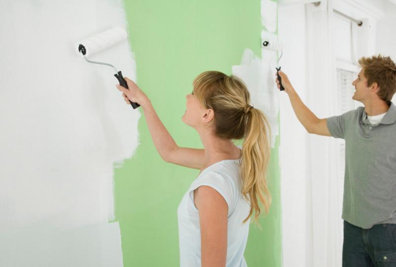 Las pinturas base cal tienen efecto fungicida y biocida, impiden que las esporas de moho arraiguen en la superficie pintada