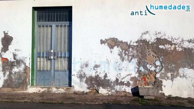 fachada-con-humedades-por-capilaridad-ascendente