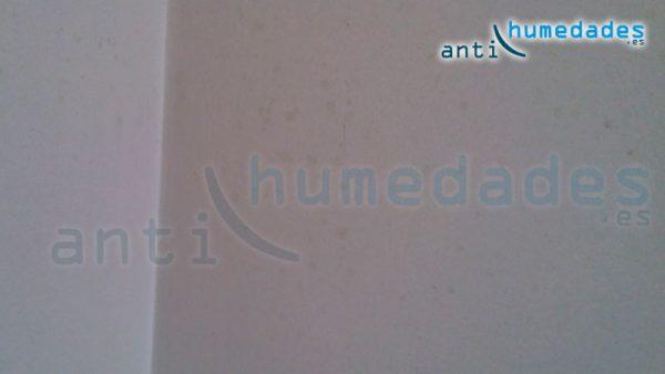 Hogos en pared beige con condensacion por puente termico - Humedad por condensacion en paredes ...
