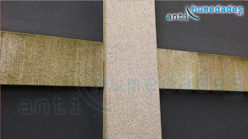 Diferencias entre una piedra hidrofugada con hidrófugo Nanohidrof 9W (vertical) y piedra sin hidrofugar (horizontal). El verdín y la suciedad se asienta en la piedra sin hidrofugar