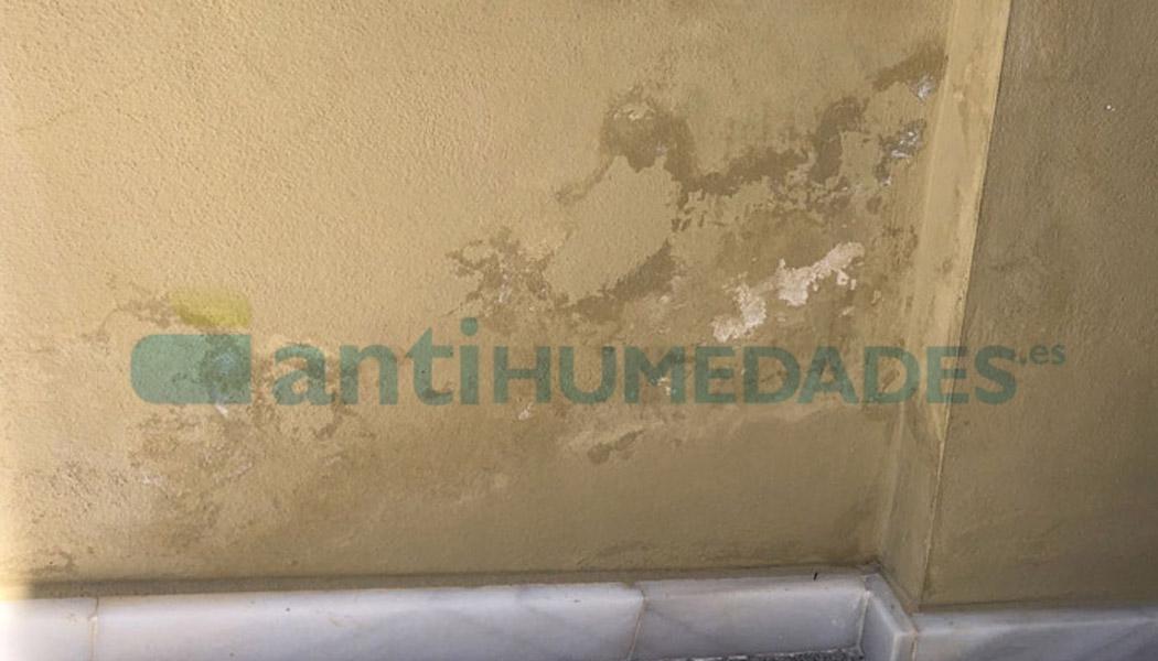 Las humedades por capilaridad generan desconchones y eflorescencias en paredes