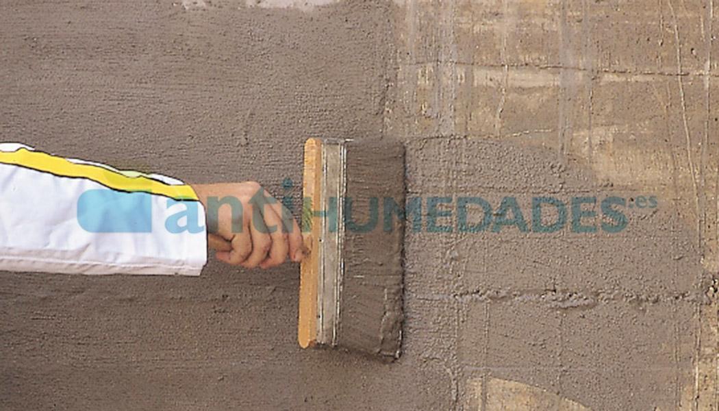 Aplicación de mortero sec antisales con brocha o cepillo