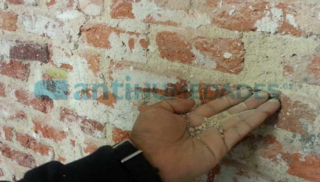 El Consolidante KS Fuerte compacta los materiales que se disgregan y deshacen solos