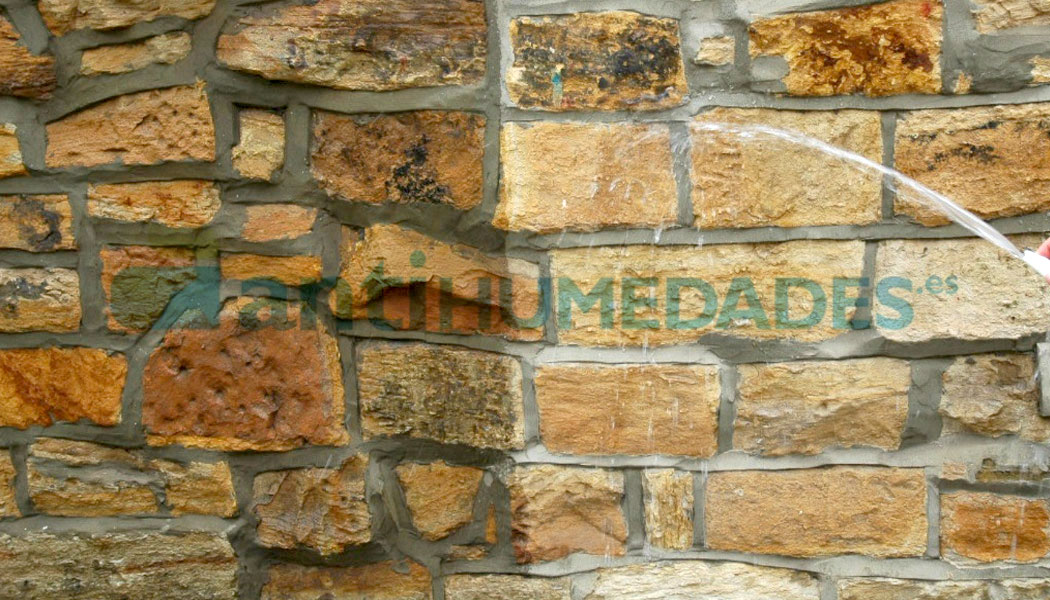 Efecto de aplicar Nanohidrof 9S Solvent en fachada de piedra