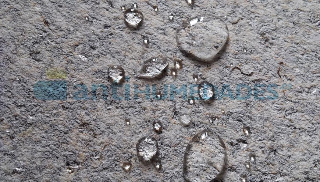 Efecto repelente de agua del Nanohidrof 9w de Idroless