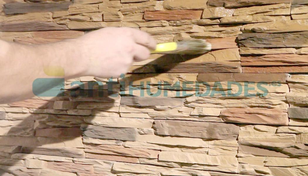 Aplicación de Barniz Piedra de Sopgal paera hidrofugar superficies exteriores