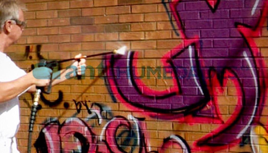 Antigrafiti de Sopgal es un tratamiento preventivo que facilita la limpieza de pintadas con spray
