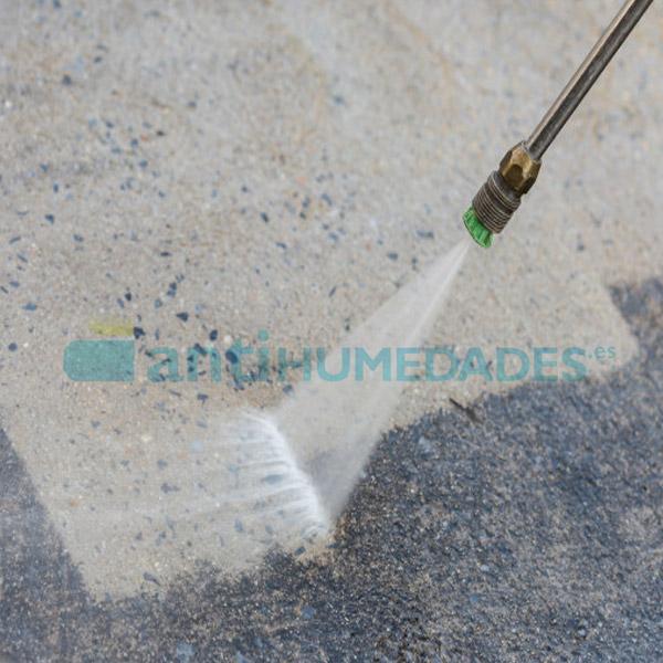 Limpiar la superficie en la que se va a aplicar la goma de poliuretano Sopgal