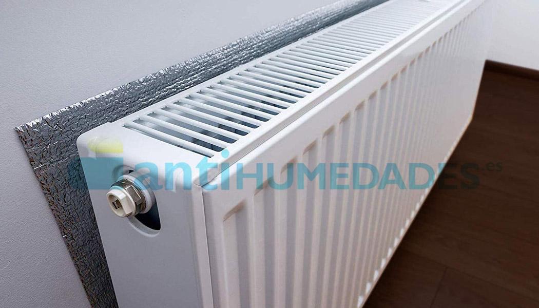 Panel aislante reflectante para radiadores
