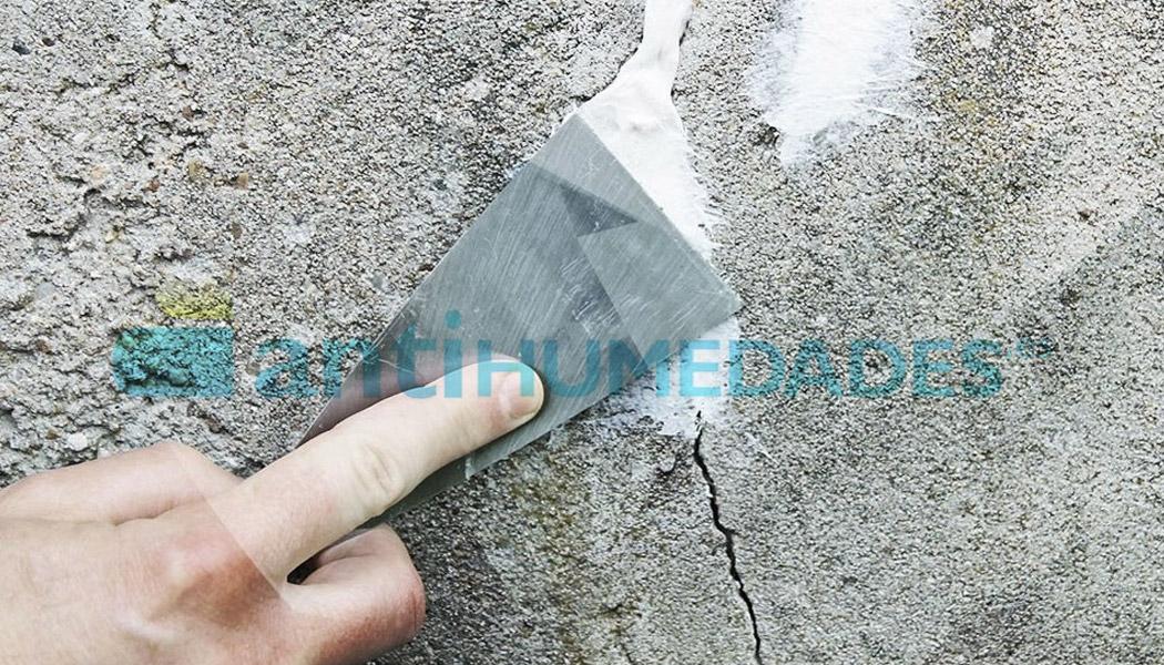 Masilla elástica con fibras Sopgal para reparación de paredes