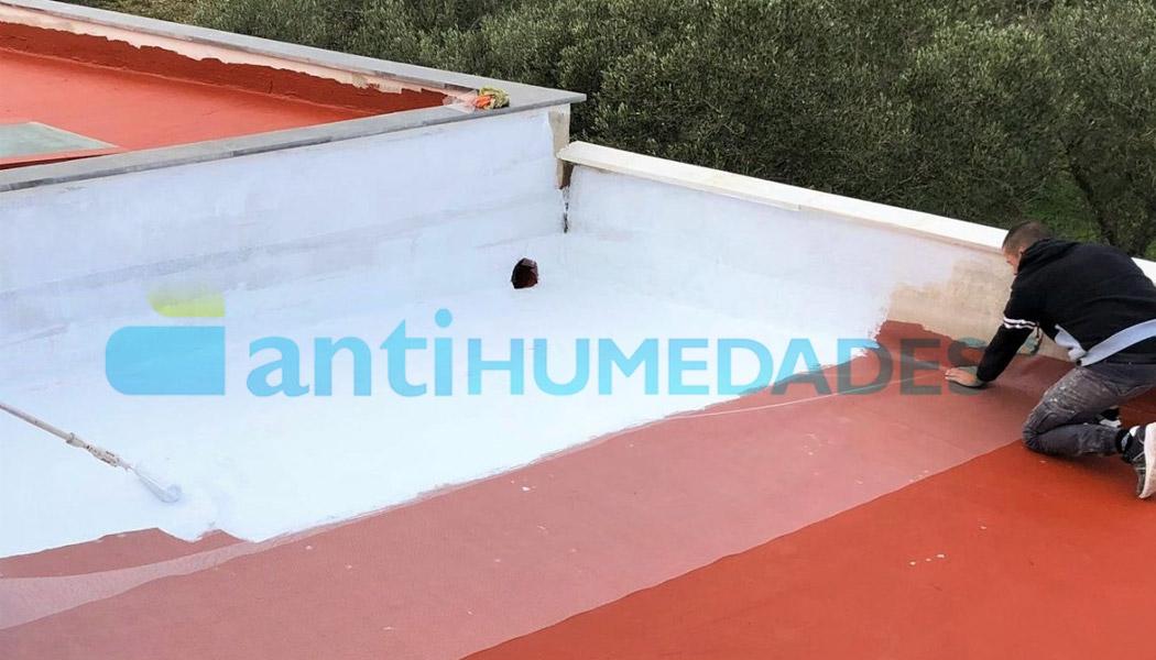 Impermeabilización de terraza con pintura y malla de fibra de vidrio