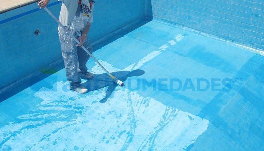 Aplicación de primera capa de pintura Extrem para piscinas con disolvente Extrem Sopgal