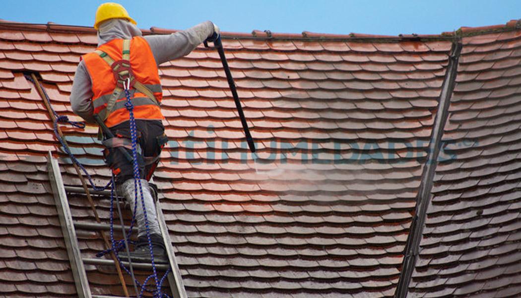 Aplicación sobre tejados de Limpiador para Tejados, Fachadas y Suelos