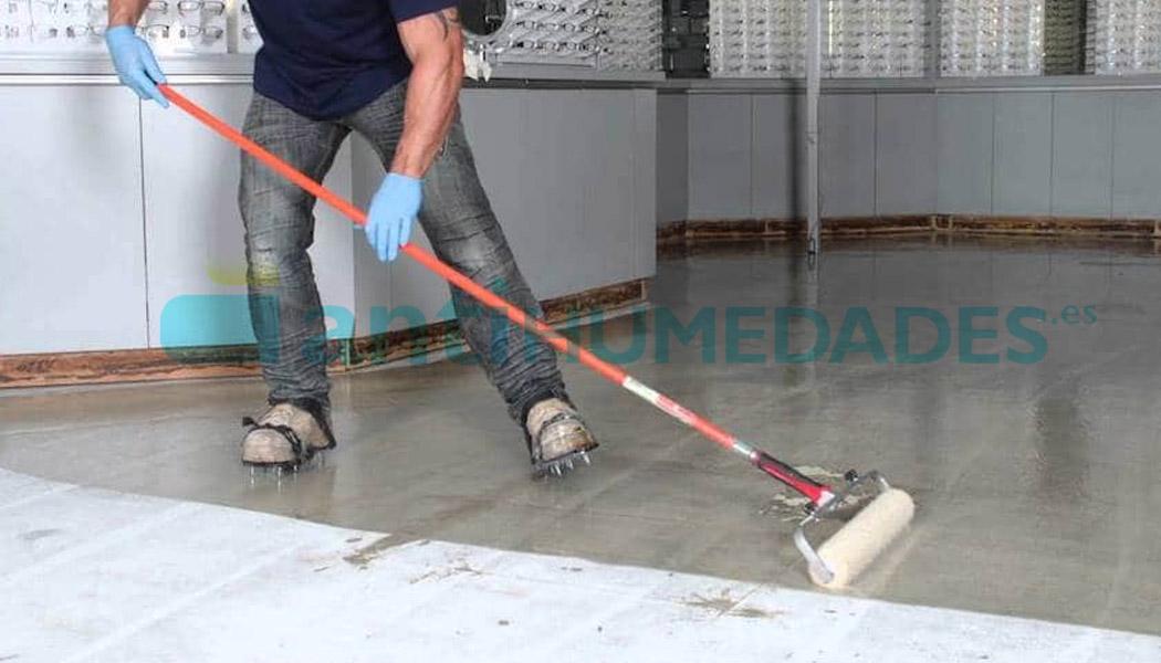 Aplicar imprimación Barrera de Vapor para mejorar adherencia en hormigón húmedo