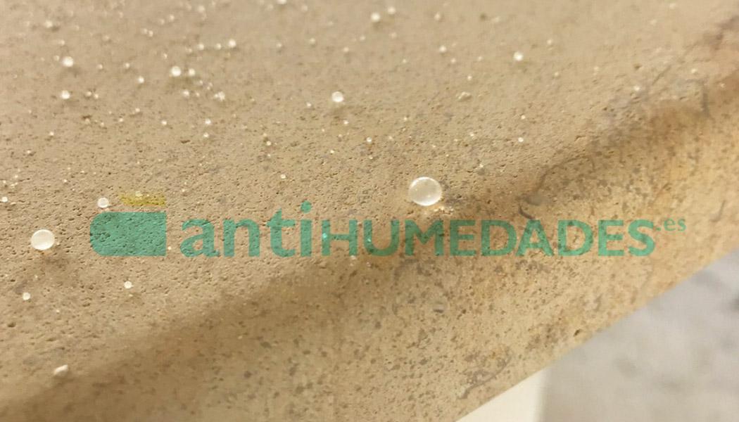 Efecto impermeabilizante de Repelin Hidrófugo de Idroless sobre piedra