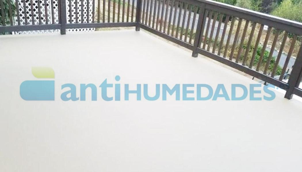 Aplicación de pintura térmica antihumedades en terraza exterior