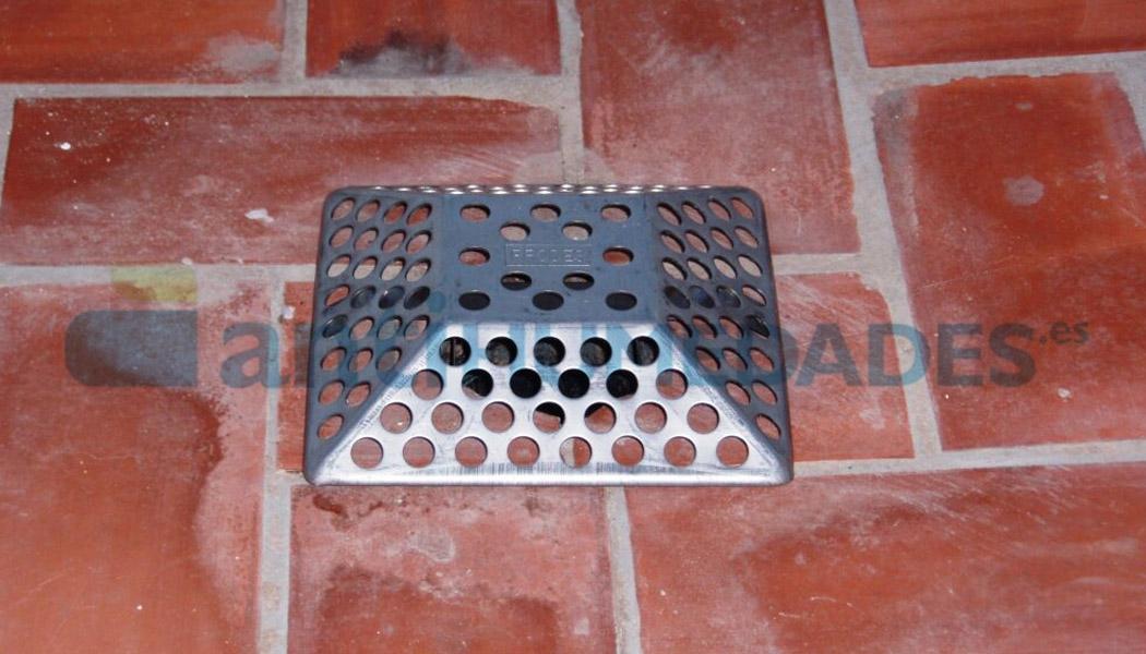 rejilla antiatascos easy piramidal de acero inoxidable