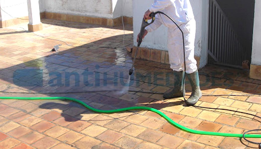 Aplicar detergente limpiador en suelo Deterg-A Azichem