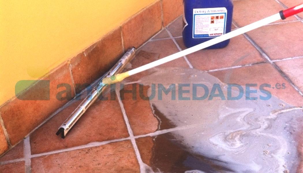 Deterg-A de Azichem limpia terrazas y balcones antes de ser impermeabilizados