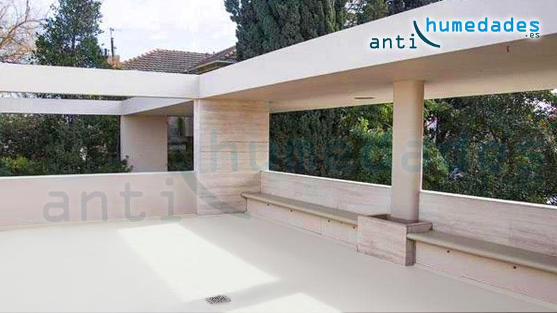 Terraza exterior pintada e impermeabilizada con caucho fibrado